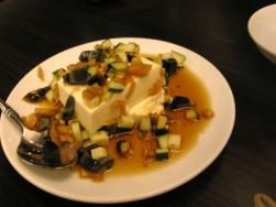 香港ロジ の ピータン豆腐